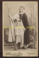 ALGERIE - PERSONNAGE EN COSTUME INDIGENE EN 1895 - PHOTOGRAPHIE VOLLENWEIDER, 7 RUE BRUCE ALGER - Places