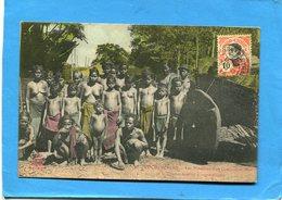 INDOCHINE-Gros Plan Des Membres D'un Campement MOÏ-avec Leur Chariot-a Voyagé En 1914- - Vietnam