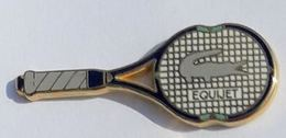 A172 Pin's Tennis Roland Garros RAQUETTE EQUIJET Signé Arthus Bertrand  ACHAT IMMEDIAT - Tennis