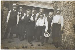 PHOTO PHOTOGRAPHIE CARTE PHOTO GROUPE HOMMES VERRES ET BOULES EN MAINS - Personnes Anonymes