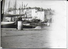 PHOTO PHOTOGRAPHIE SAINT TROPEZ 83 VAR UN COIN DU PORT SEPTEMBRE 1933 PUBLICITÉ NOUGAT SENEQUIER - Luoghi