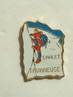 Pin's ESCALADE EN MONTAGNE - CHALET TAVANEUSE - Alpinisme