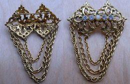 Broche En Métal Doré à Décor De 4 Brillants Bleutés Et Perle Centrale - Non Classés