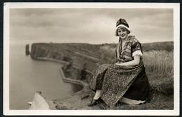 C6121 - Helgoland Hübsche Junge Frau - Pretty Young Women - Vintage - Mode Frisur Trachten Folklore - F. Schensky - Fotografie
