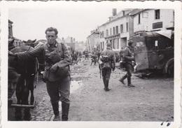 2 Original Fotos Von Deutschen Soldaten In Le Mans - Guerre, Militaire