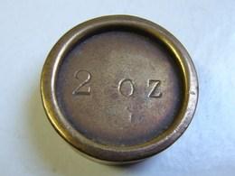 Monnaie. 60. Mesure, Poids En Laiton De 2 OZ. Poinçon Au Verso. - Coppers