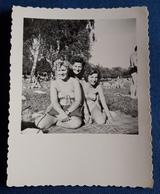 Altes PIN-UP Photo > Hübsche Frauen Im Badeanzug Auf Der Liegewiese > Nice Women URLAUB / HOLIDAY Jolie Femmes (ph80) - Pin-Ups