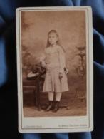 Photo CDV L. Huguet à Nimes - Fillette En Pied  Vers 1875 L447 - Anciennes (Av. 1900)
