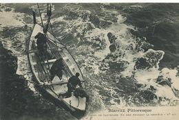 Le Canot De Sauvetage à Biarritz Pendant La Tempete Lifeboat - Barche