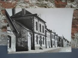 Cpsm VIGNACOURT La Mairie -Place De L'Hôtel De Ville. Non écrite - Vignacourt