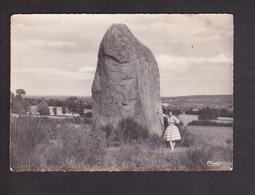 Plenee-Jugon.22.Cotes D'Armor. Le Menhir De St-Mirel . Megalithe Pierre Dressee . - Plénée-Jugon