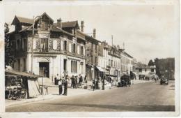 D92 - CHAVILLE - LA POSTE - Marché-Nombreuses Personnes-Véhicules Anciens -CPSM Petit Format En Noir Et Blanc - Chaville