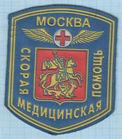 RUSSIA / Patch Abzeichen Parche Ecusson / Emergency. The Medicine. Moscow 1990s - Scudetti In Tela