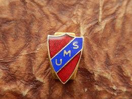 INSIGNE FOOTBALL UMS Union Montilienne Sportive MONTELIMAR DROME - Habillement, Souvenirs & Autres