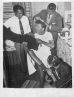 GRANDE PHOTO ORIGINALE  BOXE  SUGAR RAY ROBINSON 1953  ANCIEN BOXEUR VENU A LA DANSE  FORMAT 23.50 X 18 CM - Pugilato
