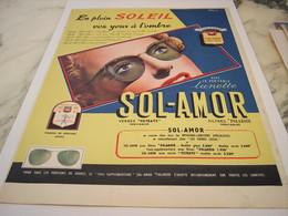 ANCIENNE PUBLICITE EN PLEIN SOLEIL LUNETTE  SOL-AMOR 1952 - Habits & Linge D'époque