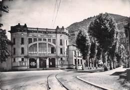 01 - LA CLUSE : Salle Des Fêtes Et Le Bureau De Poste - CPSM Noir Blanc Grand Format 1951 - Ain - Francia