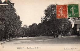 BERNAY- LA PLACE DE LA FOIRE. - Bernay