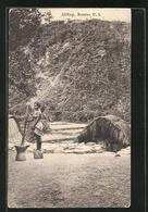 AK Bontoc, Abling, Ureinwohnerin Mörsert Getreide Vor Ihrer Hütte - Ansichtskarten