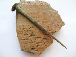 Medieval Bronze Nail. Green Patina - Archéologie