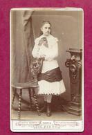 PHOTO CDV Circa 1880 De Eugène PIROU à PARIS (75). JEUNE FILLE FEMME De La BOURGEOISIE, MODE, TOILETTE..2 Scans - Fotos