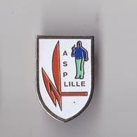 PIN'S THEME PETANQUE  CLUB DE LILLE DANBS LE NORD - Pétanque