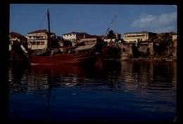 C1401 KENYA - MOMBASA - A DHOW BY THE OLD HARBOUR - Kenia
