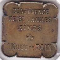 30. Gard. Nîmes. Conférence De St. Charles. 1 Kilo De Pain Conférence De St. Vincent De Paul, En Laiton Carré - Monétaires / De Nécessité