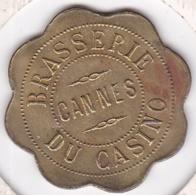 06. Alpes Maritimes. Cannes. Brasserie Du Casino 75 Centimes , En Laiton Rond Lobé - Monetary / Of Necessity