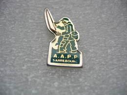 Pin's De L'Association De Pêche AAPP De La Commune De SARREBOURG (Dépt 57) - Animaux
