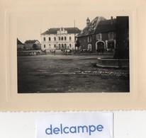 Photo Rare - LEVIER  (Doubs)  Paysage Matinal (6h) Troupeau De Vaches Traversant La Place De L' Hotel De Ville - 1950 - Orte