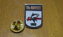 FC Crotone Calcio Distintivi FootBall Soccer Pins Spilla Italy - Calcio
