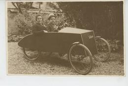 """AUTOMOBILES - VELO - Belle Carte Photo Couple Au Volant D'une Voiture à Pédales """"VELOCAR """" - Cartes Postales"""