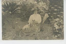 CHIENS - DOG - ITALY - Belle Carte Photo Portrait Femme Posant Avec Deux Chiens - Photo. K. BECKSON & Co à SAN REMO - Cani