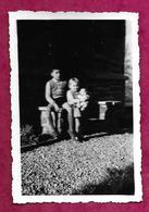 PHOTO 8,5 X 6 Cm De 1955...ENFANTS Avec Sa POUPEE, BAIGNEUR - Persone Anonimi