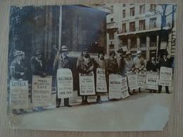 PHOTO DE PRESSE DES COLONS ANGLAIS PRTESTENT CONTRE LE GOUVERNEMENT AUSTRALIEN 1935 - Places
