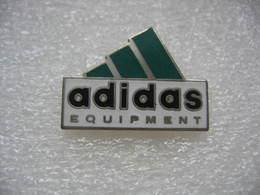 Pin's ADIDAS Equipement - Athlétisme