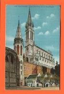 ET/198  LOURDES  LES PISCINES ET LA BASILIQUE   // écrite Timbre Poste - Lourdes