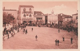 30 - GALLARGUES - Place De La Mairie Pendant La Course - Gallargues-le-Montueux