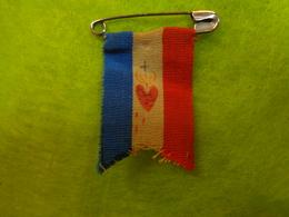 Petit Drapeau Epingle (coeur De Jesus) - Drapeaux