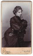Fotografie G. Egger, Lienz, Portrait Junge Dame In Schwarz - Personnes Anonymes
