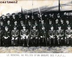 GRANDE PHOTOGRAPHIE LE GENERAL DE GAULLE ET LES FAFL FORCES AERIENNES FRANCAISES LIBRES AVIATION ROYAL AIR FORCE FFI - Guerra, Militares