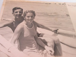 COUPLE IN SWIMSUIT ON A BOAT,  ISLAND RAB YUGOSLAVIA 1939, PHOTO - Persone Anonimi