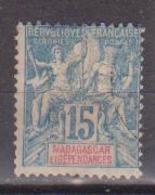 MADAGASCAR         N°  YVERT  :  33       NEUF AVEC  CHARNIERES      ( Ch 2/23  ) - Nuevos