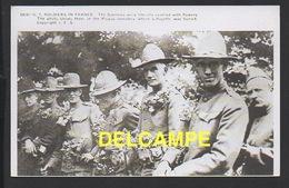 """DD / GUERRE 1914 - 18 / NOS ALLIÉS AMÉRICAINS / LES """"SAMMIES"""" COUVERT DE FLEURS AU CIMETIÈRE PICPUS OÙ GIT LAFAYETTE - Weltkrieg 1914-18"""