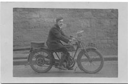 PHOTO-CARTE : Un Motocycliste - Motos