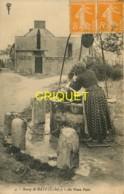 44 Bourg De Batz, Au Vieux Puits, Beau Plan D'une Femme Qui Remplit Sa Cruche - Batz-sur-Mer (Bourg De B.)