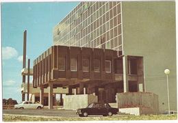 Villeneuve D'Ascq: FIAT 124 SEDAN, PEUGEOT 204 - Quartier De L'Hotel De Ville, Le Nouvel Hotel De Ville  - (59) - Passenger Cars