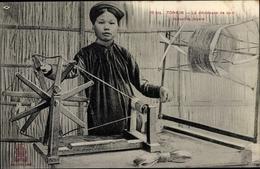 Cp Tonkin Vietnam, La Dévideuse De Soie, Industrie Locale, Seidenspinnerin - Costumes