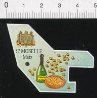 Magnet Le Gaulois Carte Géographique Département Moselle Liqueur De Mirabelle Clafoutis Orgues Cathédrale Metz 01-mag2 - Magnets